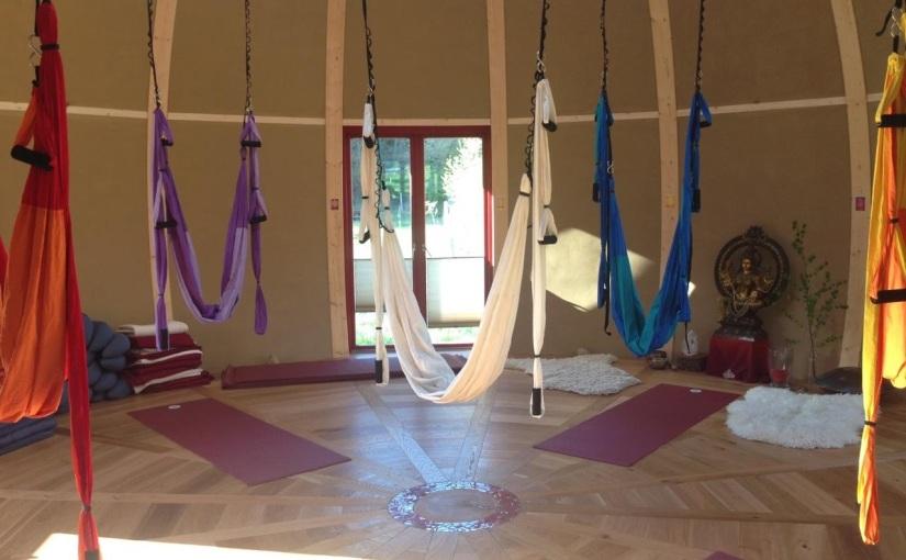 Die Yoga-Übung mit demTuch